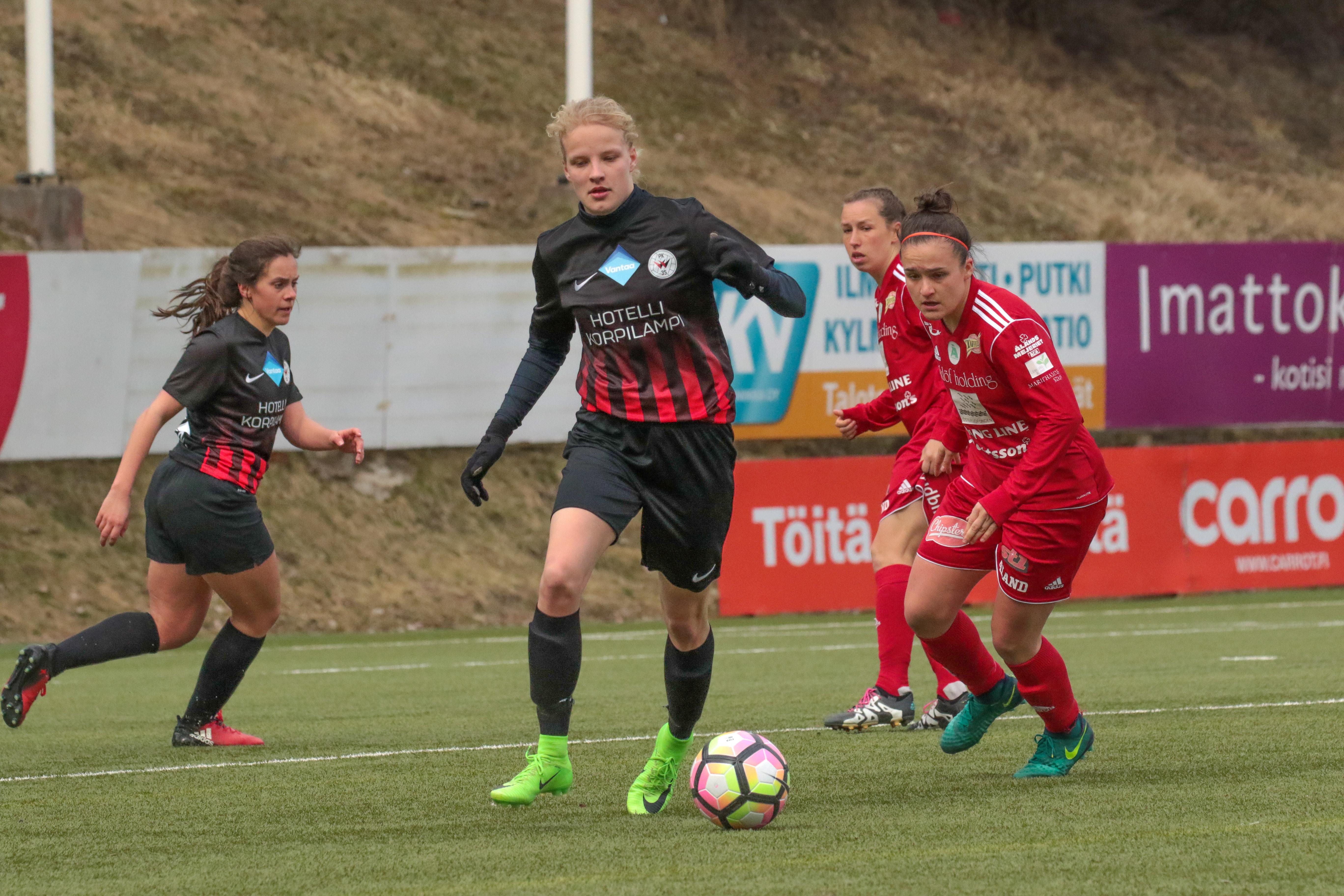 PK 35 Vantaa – Åland United, 1 0, Naisten Liiga, 14.4.2017 42