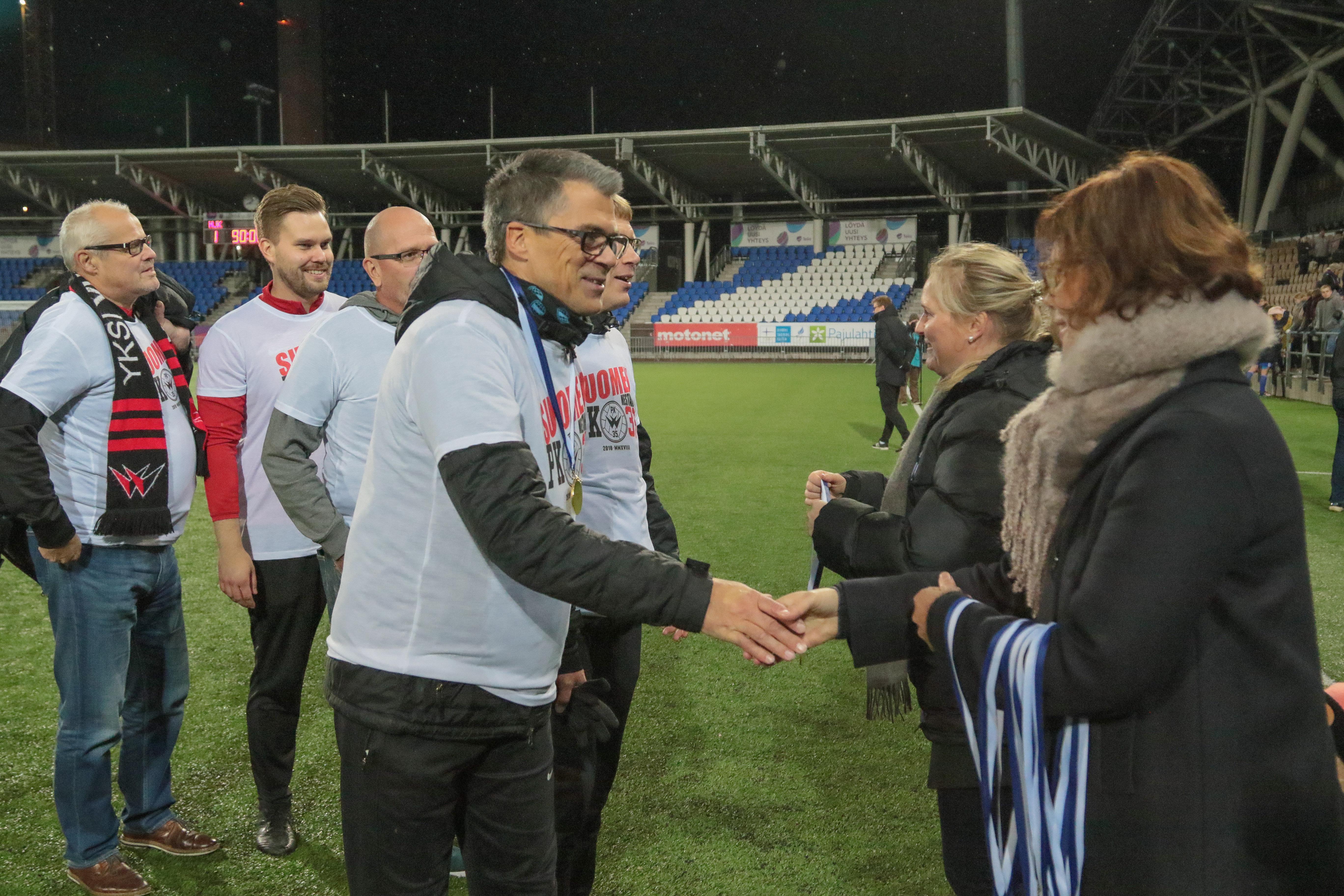 Punamustien Valmennusryhmä Jatkaa Kaudella 2019